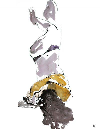 Femme au sweat jaune